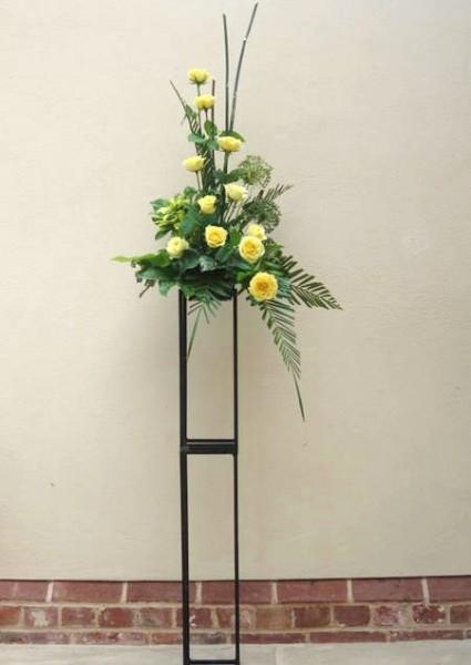 Modern pedestal arrangement
